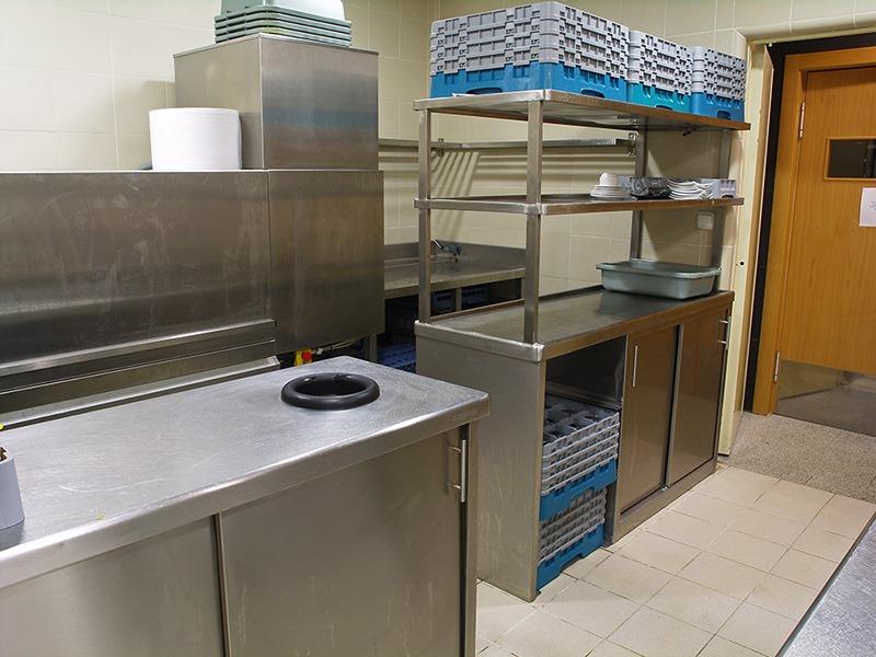 Hotel Ciudad Zaragoza - estanterías cocina industrial