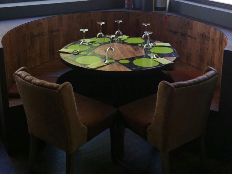 La Cava Actur - decoración mesas y sillas