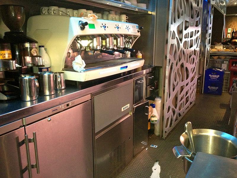 Bar - máquina de cafés