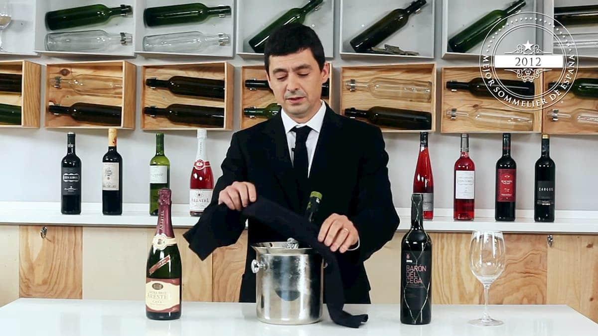 abrir una botella de vino 2
